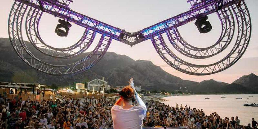 https://sevenhills.me/wp-content/uploads/2021/07/sea-dance-festival-dj-box-turismo-sostenibile-montenegro.jpg